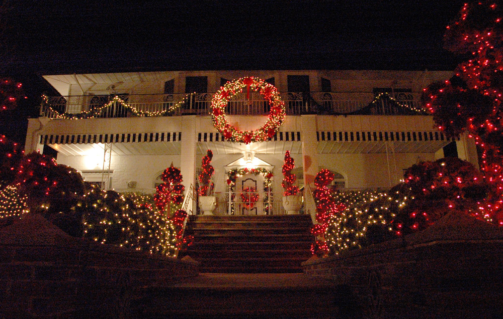 Old fashioned white christmas lights 97